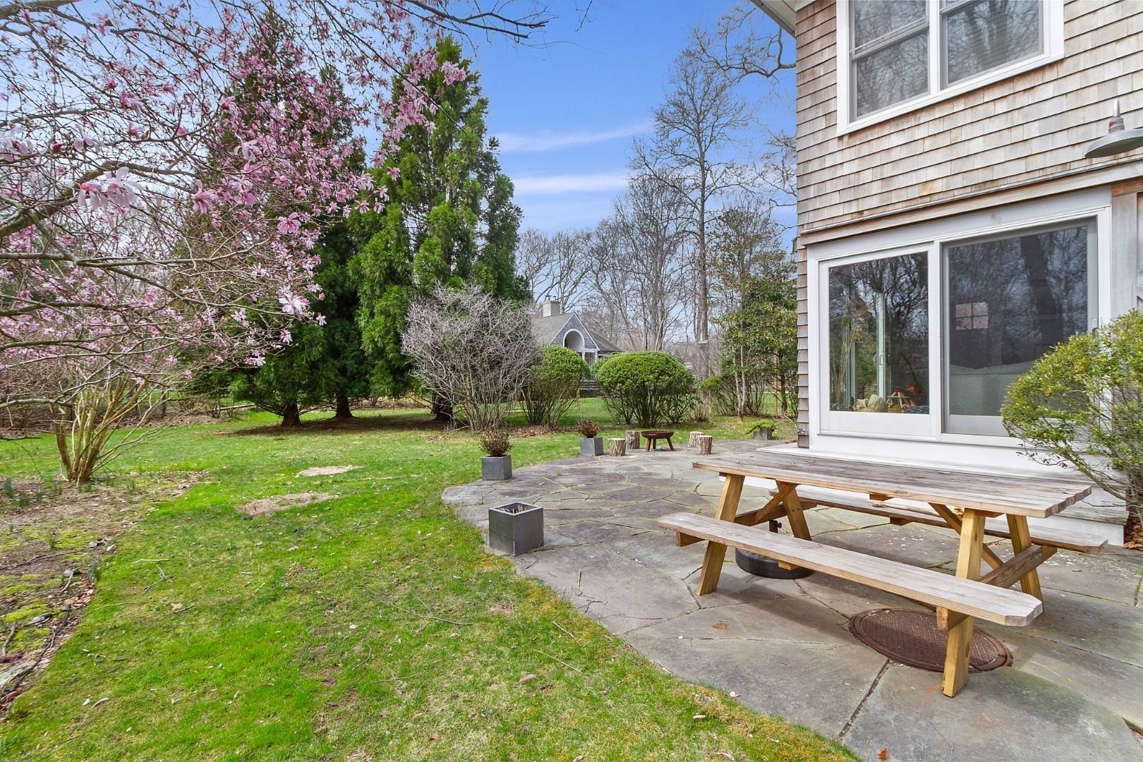 19. Single Family Home for Sale at Historic Springs Two-House Compound 104 Old Stone Hwy, East Hampton, NY 11937