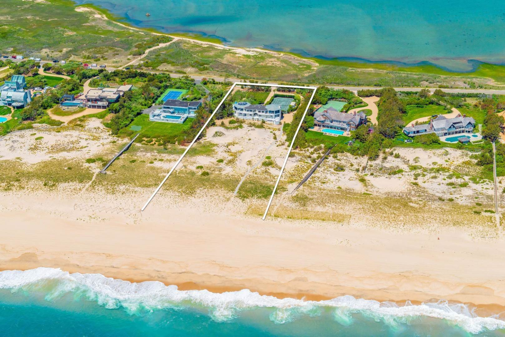 Single Family Home at Prime Oceanfront 1750 Meadow Ln, Southampton, NY 11968