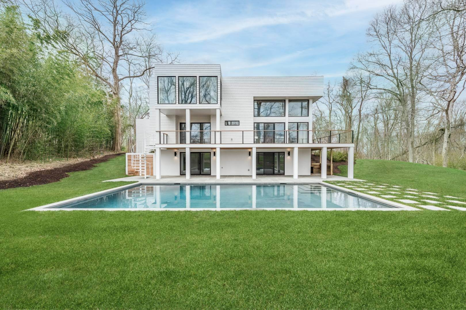 Single Family Home 为 销售 在 Glass Modernist With Tennis In Sag Harbor 2887 Deerfield Road, Sag Harbor, NY 11963
