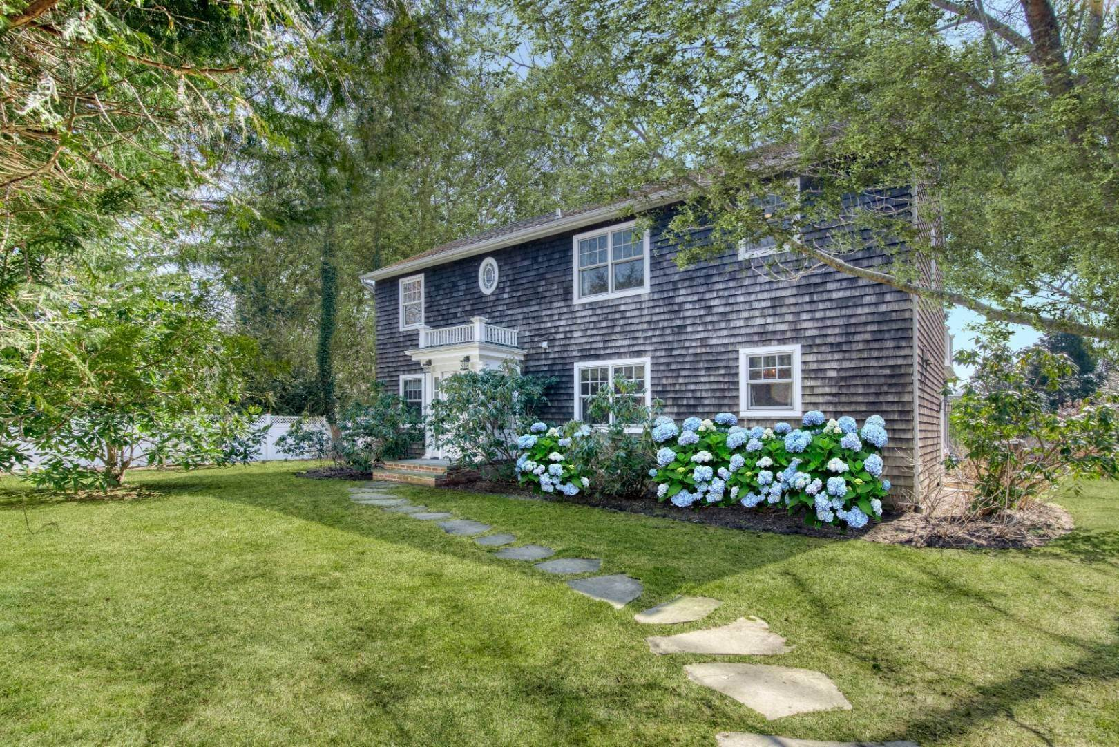 Single Family Home for Sale at Southampton Village Close To Everything 130 Meeting House Lane, Southampton, NY 11968