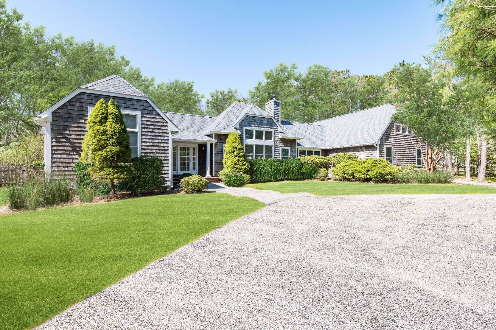 Single Family Home for Sale at Renovated Transitional Minutes To East Hampton 25 Quarty Ct, East Hampton, NY 11937
