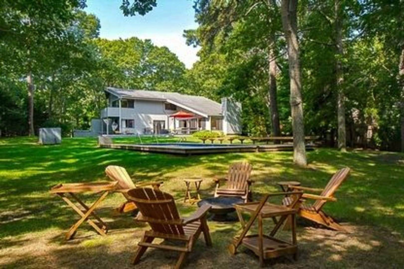 12. Single Family Home at Close To Village East Hampton, NY 11937