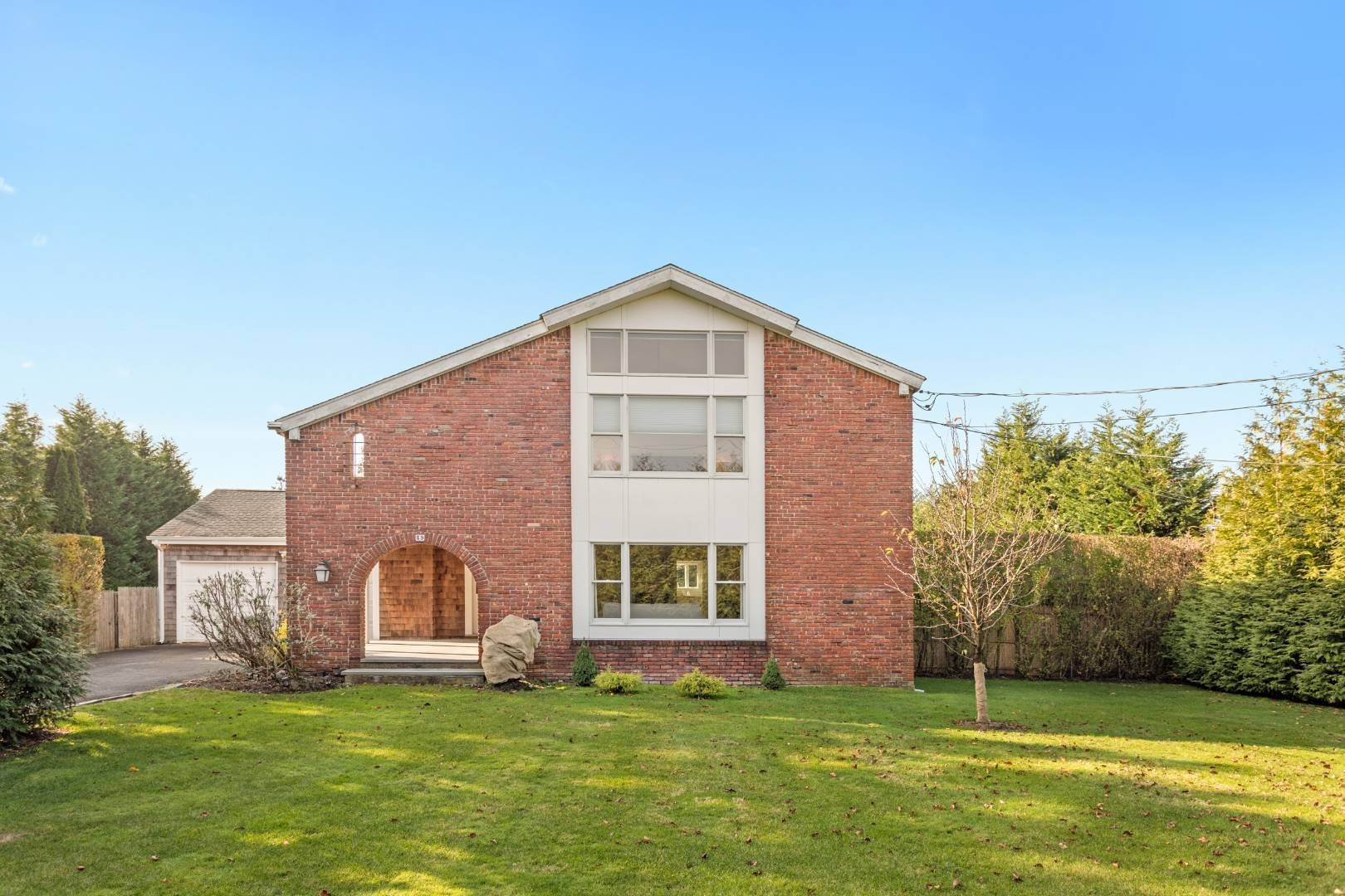 3. Single Family Home at Southampton August Rental On The Golf Course Southampton, NY 11968