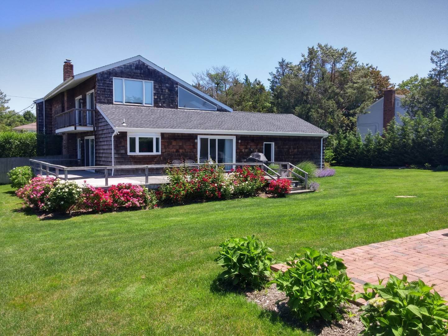 23. Single Family Home at Southampton August Rental On The Golf Course Southampton, NY 11968