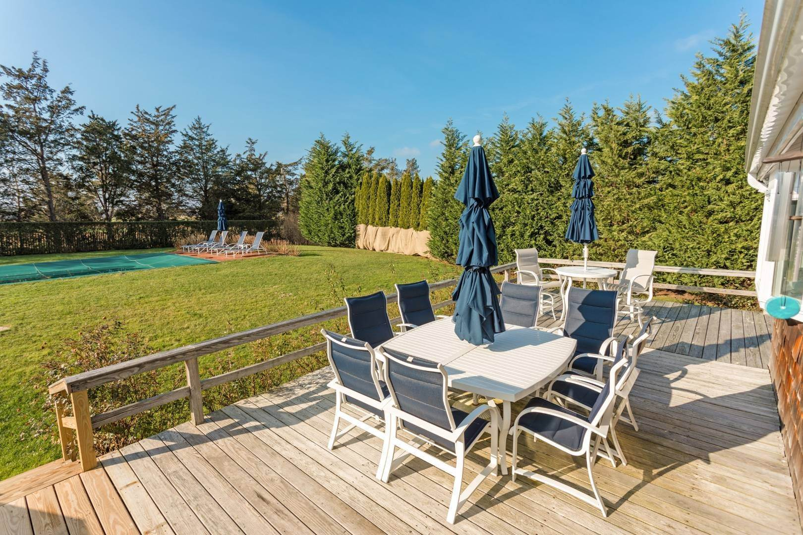 5. Single Family Home at Southampton August Rental On The Golf Course Southampton, NY 11968