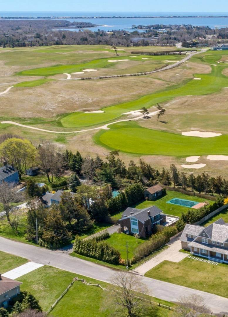 24. Single Family Home at Southampton August Rental On The Golf Course Southampton, NY 11968