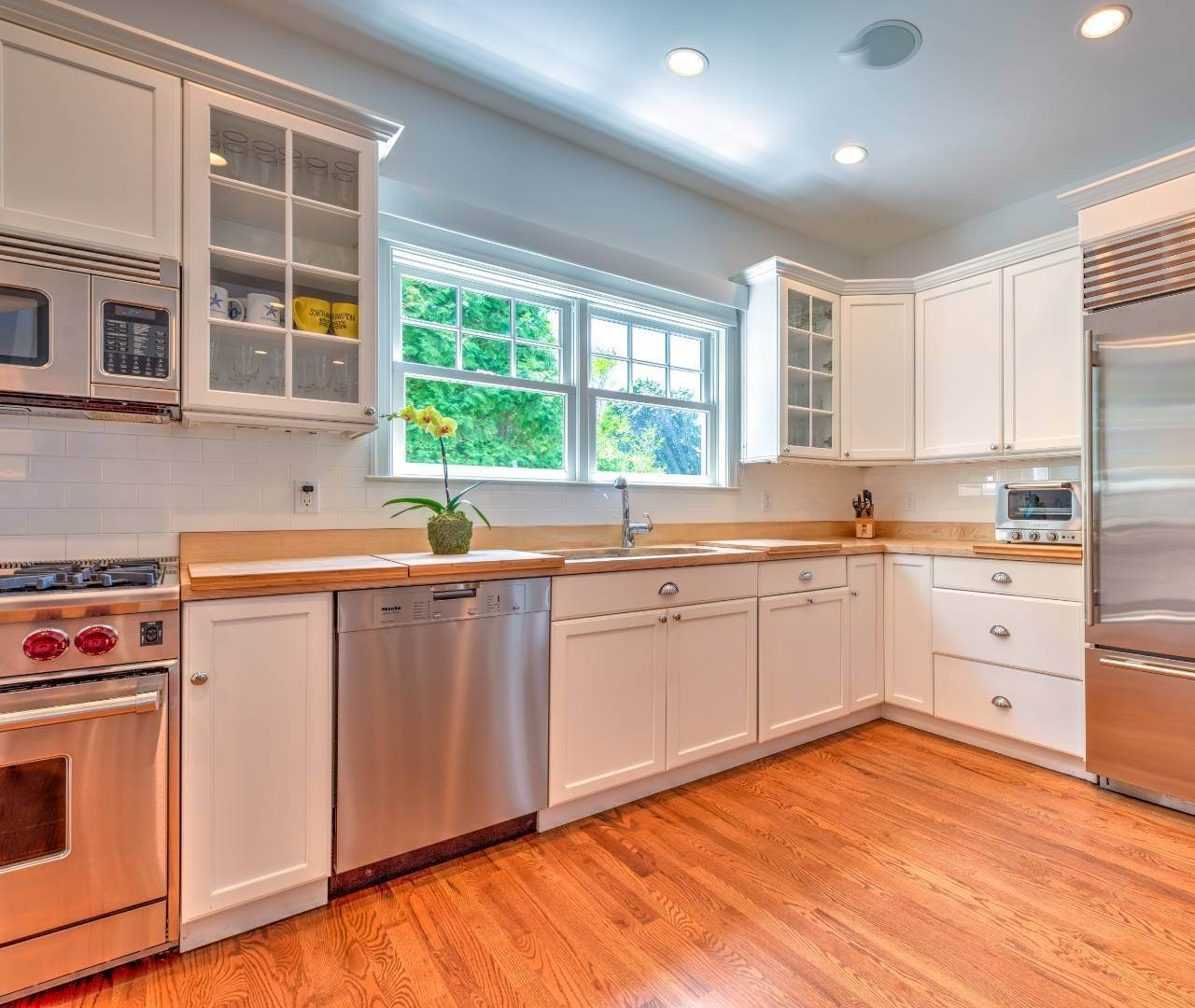 14. Single Family Home at Southampton Village - South Of The Highway Southampton, NY 11968