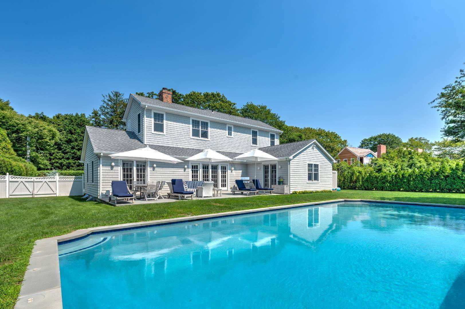 4. Single Family Home at Southampton Village - South Of The Highway Southampton, NY 11968
