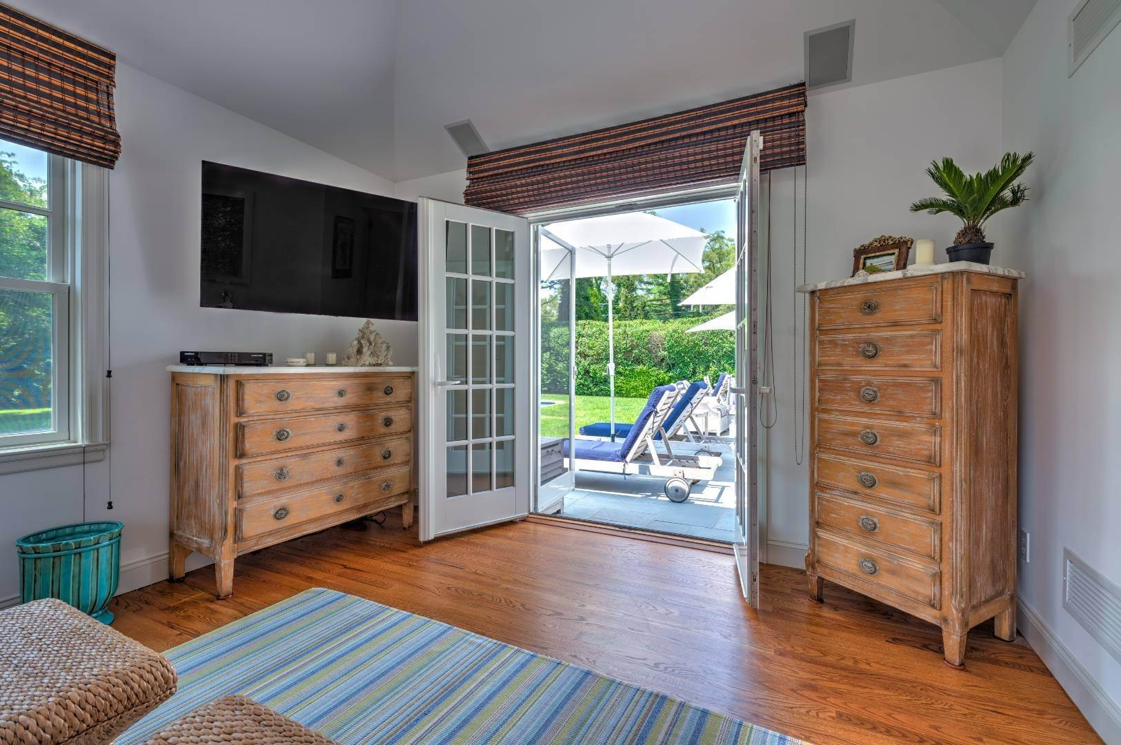 29. Single Family Home at Southampton Village - South Of The Highway Southampton, NY 11968