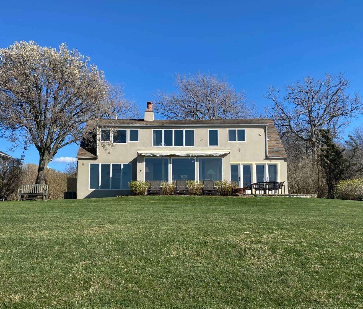 3. Single Family Home at Southampton Waterfront With Private Beach! Southampton, NY 11963