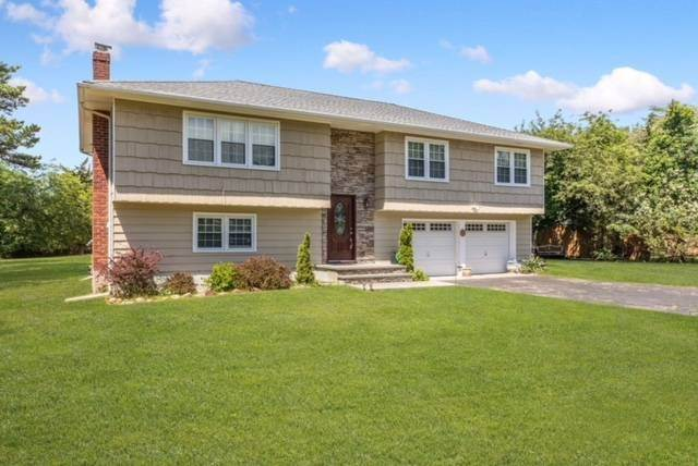 14. Single Family Home at Close To Southampton Village - Fabulous Saltwater Pool Southampton, NY 11968