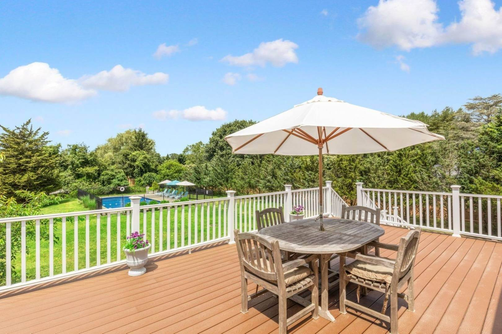 4. Single Family Home at Close To Southampton Village - Fabulous Saltwater Pool Southampton, NY 11968