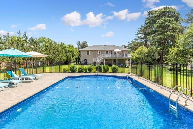 2. Single Family Home at Close To Southampton Village - Fabulous Saltwater Pool Southampton, NY 11968