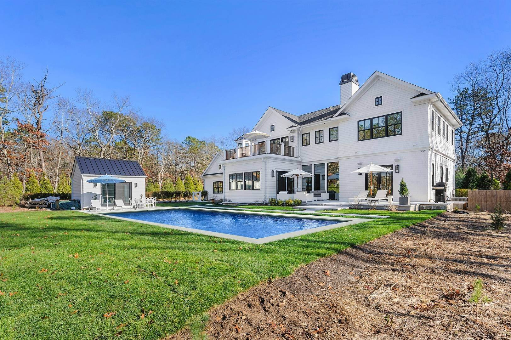 7. Single Family Home at East Hampton Contemporary Wainscott, NY 11975