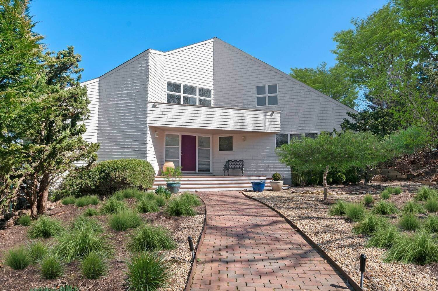 4. Single Family Home at East Hampton Waterfront East Hampton, NY 11937