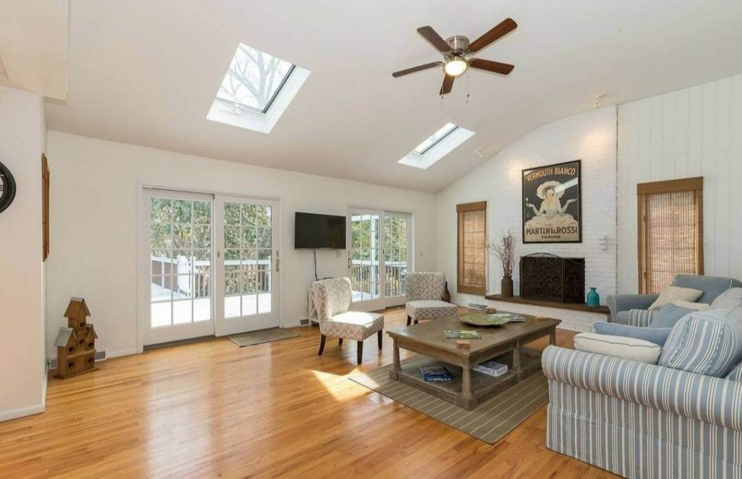 8. Single Family Home at A Very Special Home For The Summer East Hampton, NY 11937