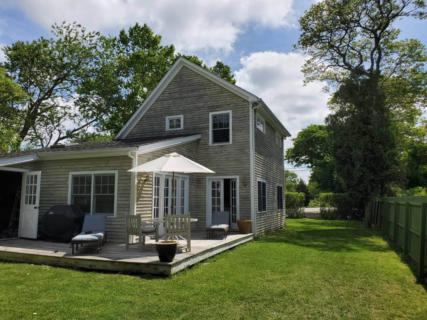 2. Single Family Home at East Hampton Beach House Year Round East Hampton, NY 11937