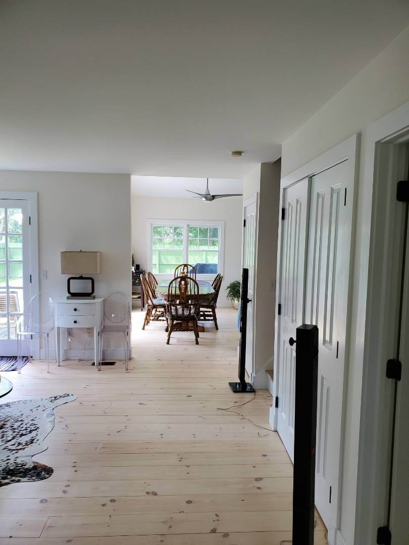 14. Single Family Home at East Hampton Beach House Year Round East Hampton, NY 11937