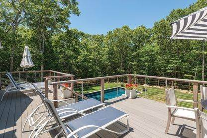 14. Single Family Home at Beautiful And Private In East Hampton East Hampton, NY 11937