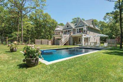 15. Single Family Home at Beautiful And Private In East Hampton East Hampton, NY 11937
