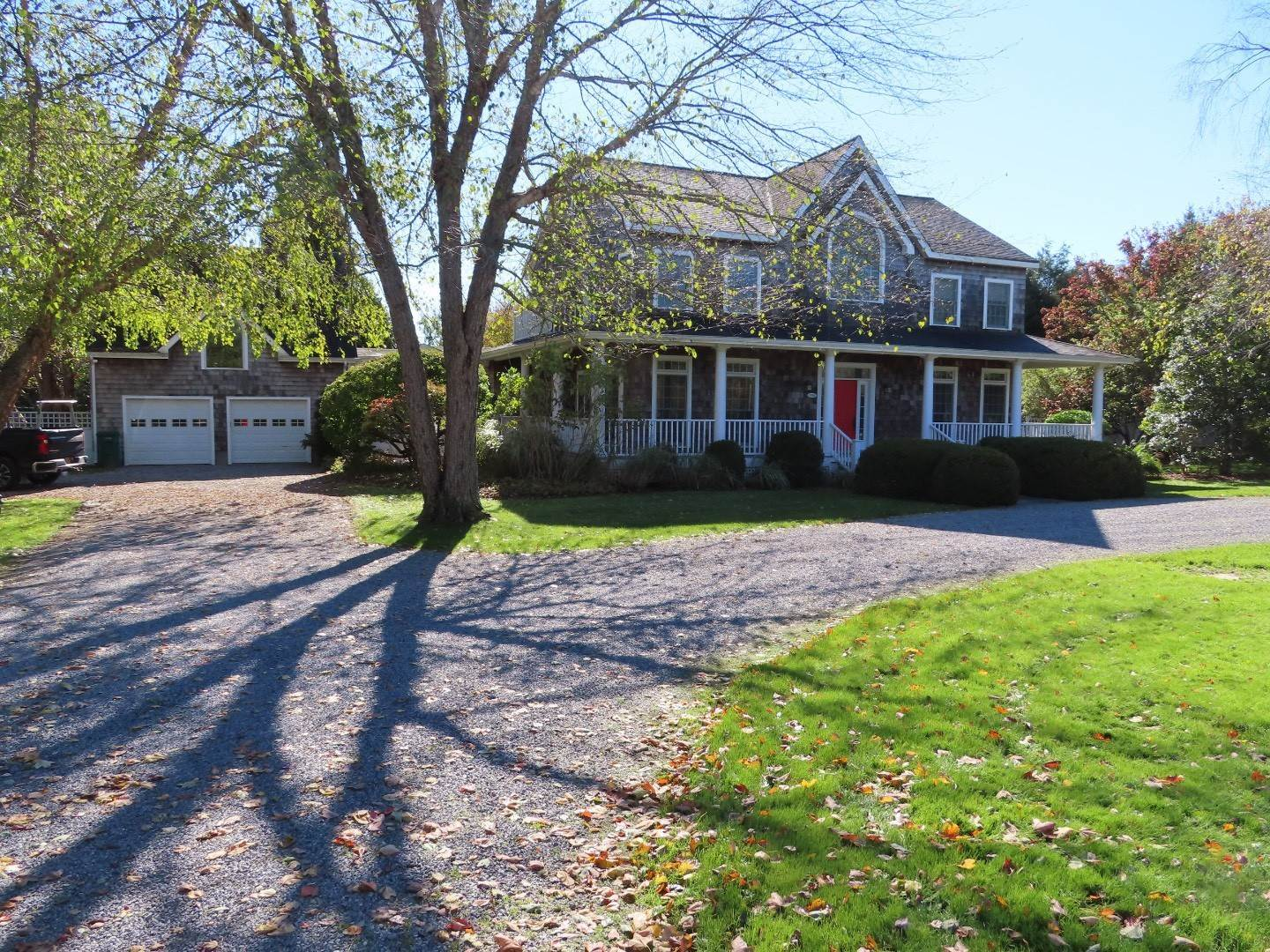 Single Family Home at Summer Or Year Round Splendor In Bridgehampton Bridgehampton, NY 11932