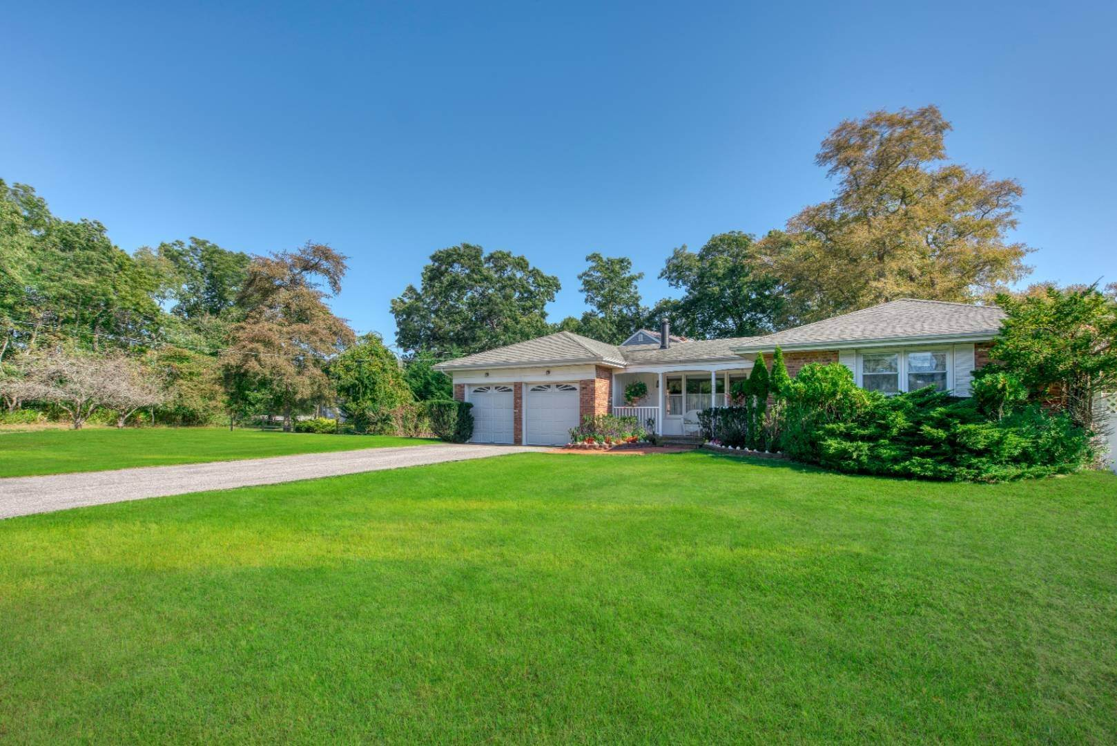 Single Family Home for Sale at Southold Waterfront With Dock, Direct Bay Access, Private Beach 590 Budds Pond Rd, Southold, NY 11971