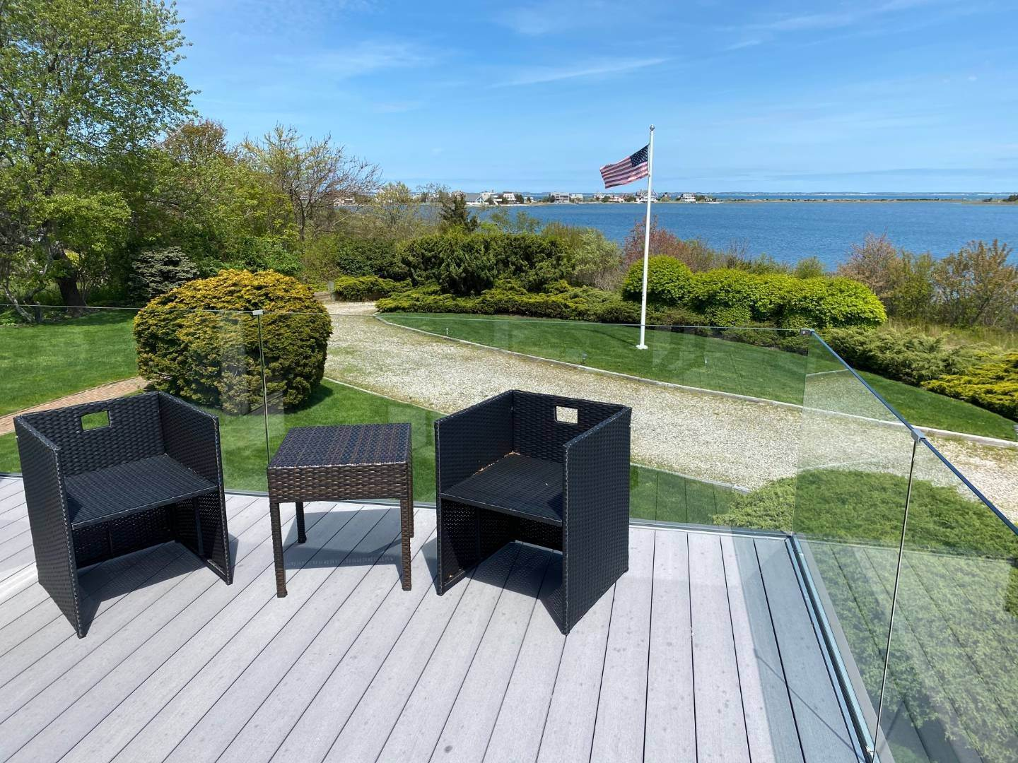 19. Single Family Home at Southampton With Pool & Tennis, Waterviews Southampton, NY 11968