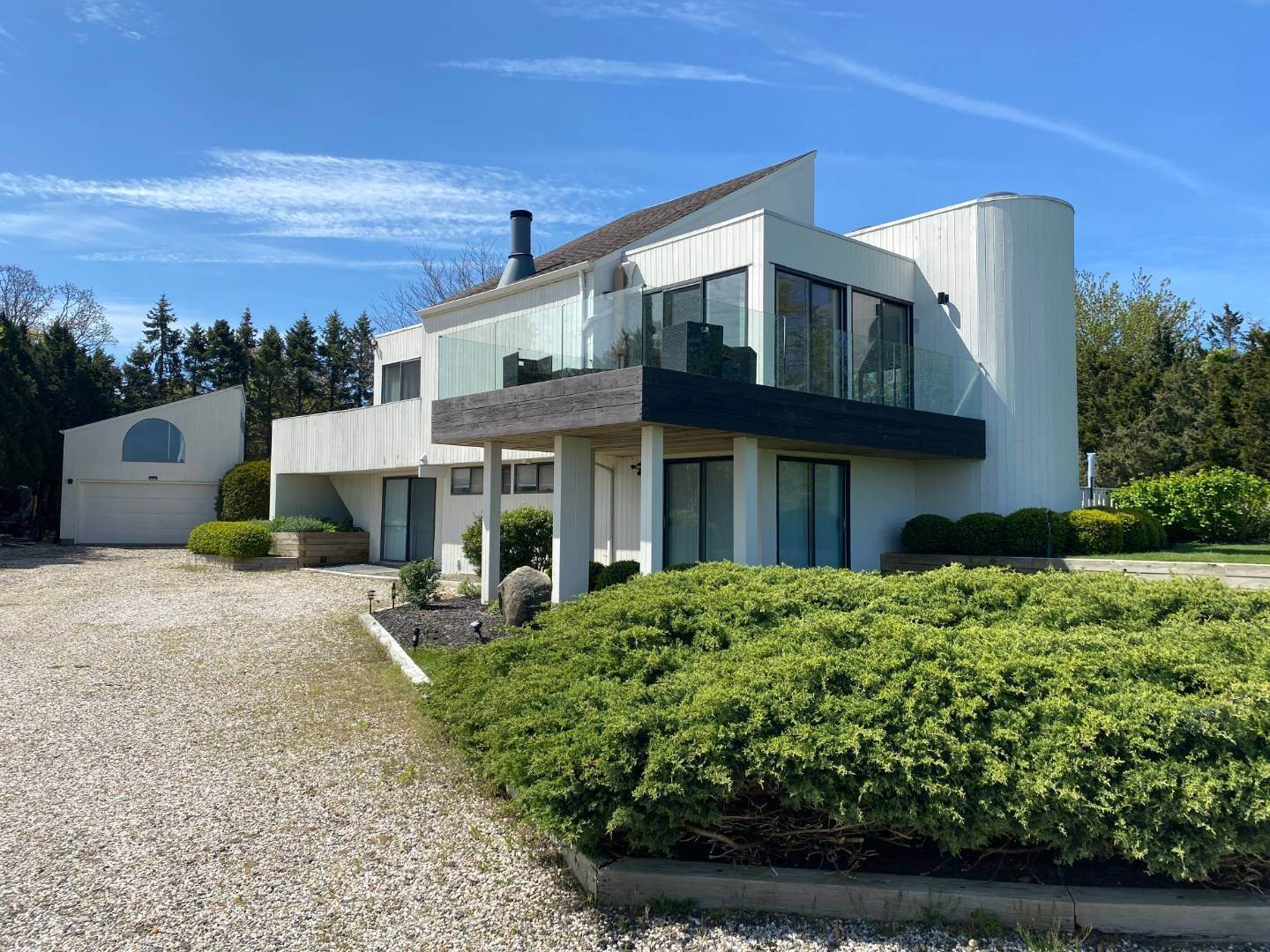 Single Family Home at Southampton With Pool & Tennis, Waterviews Southampton, NY 11968