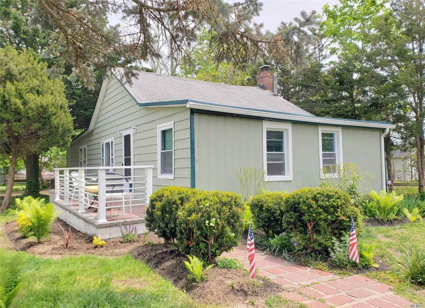 Single Family Home for Sale at Olde Time Beach Cottage 1365 Bay Ave, Mattituck, NY 11952