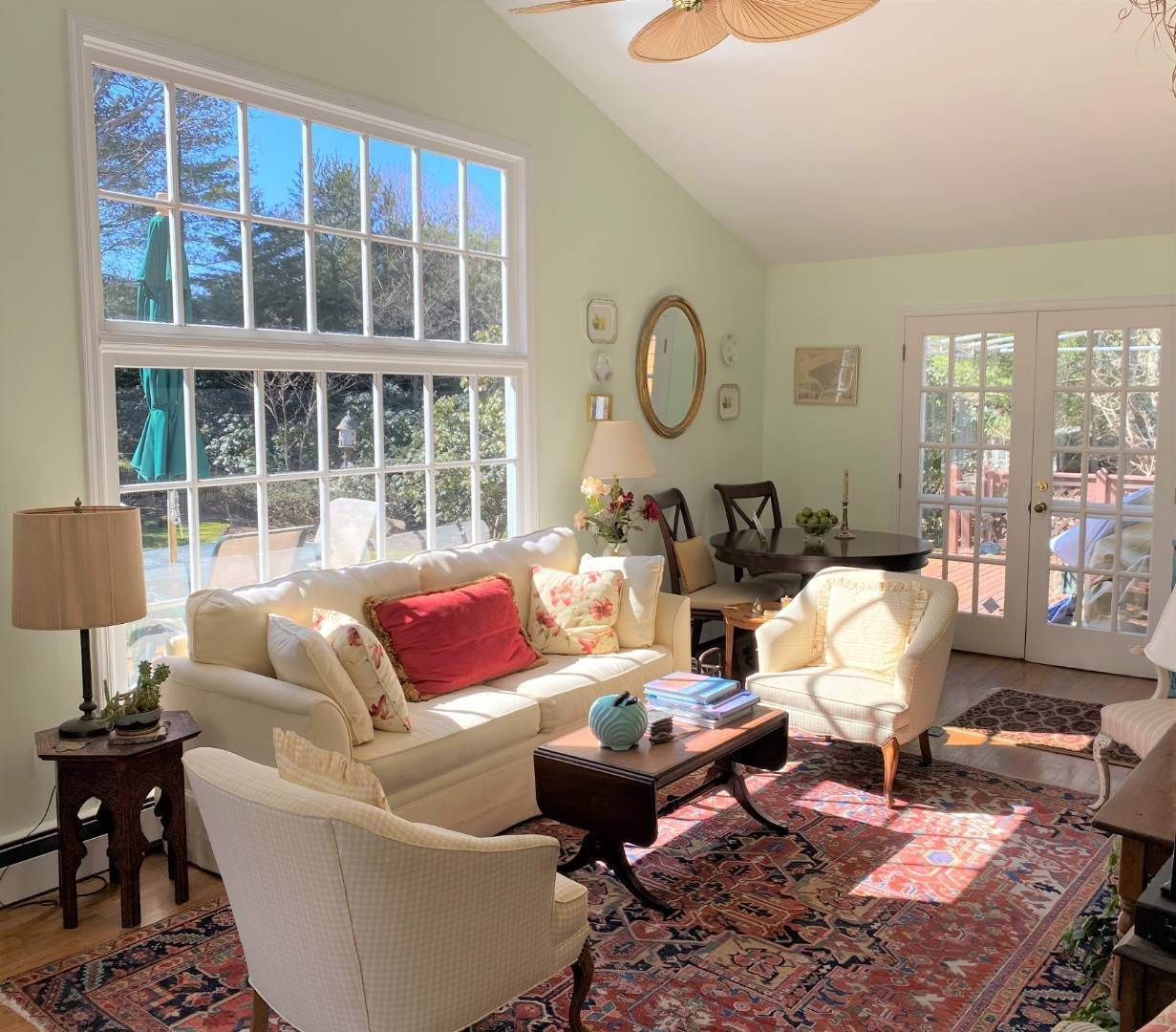 3. Single Family Home at Southampton August-Ld Rental Southampton, NY 11968