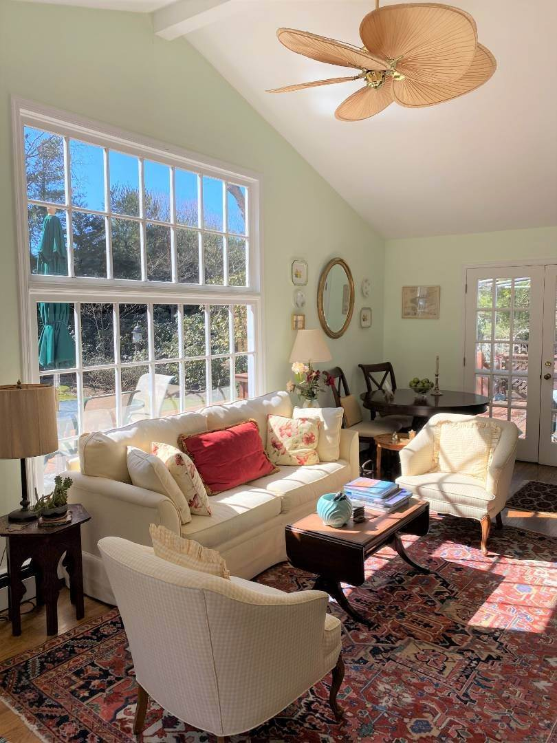 5. Single Family Home at Southampton August-Ld Rental Southampton, NY 11968