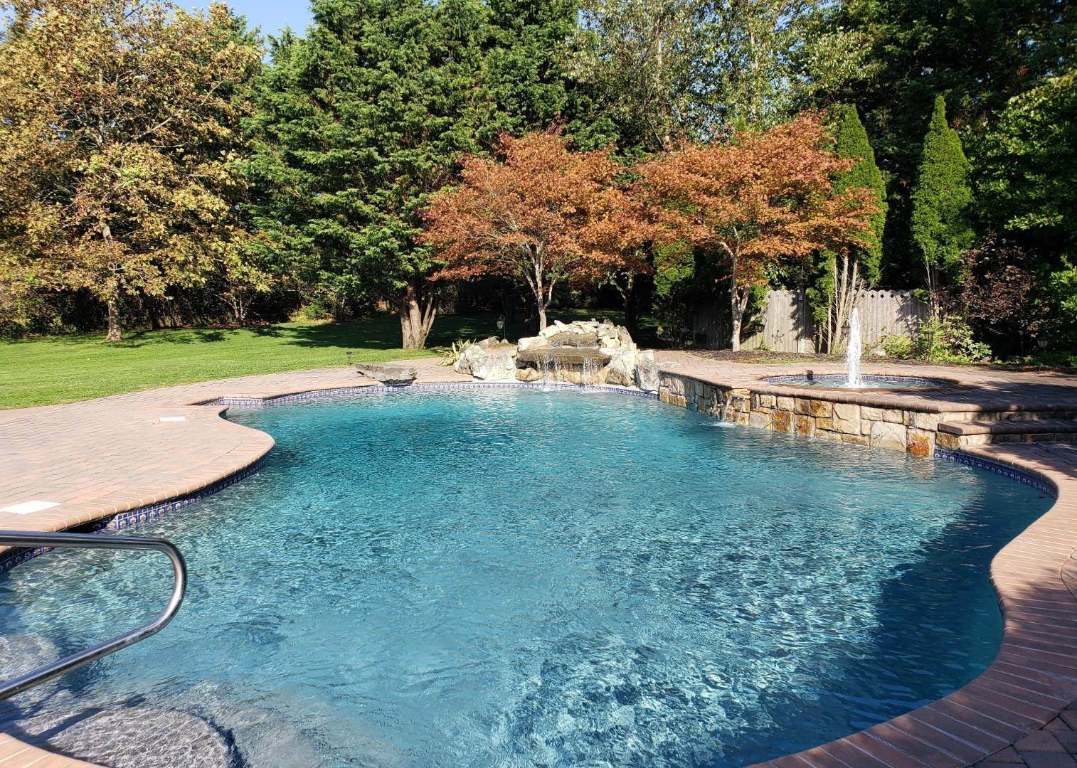 Single Family Home at Resort Style Living Rental! Heated Salt Pool, Private Bay Beach! Southold, NY 11971