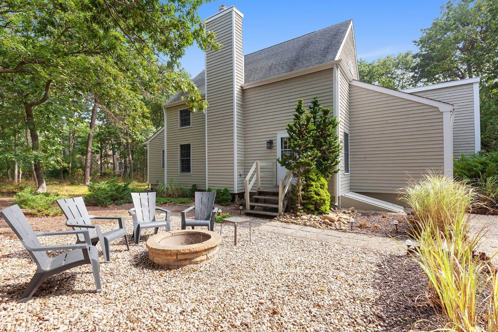 11. Single Family Home at Lovely Post-And-Beam Rental Wainscott, NY 11975