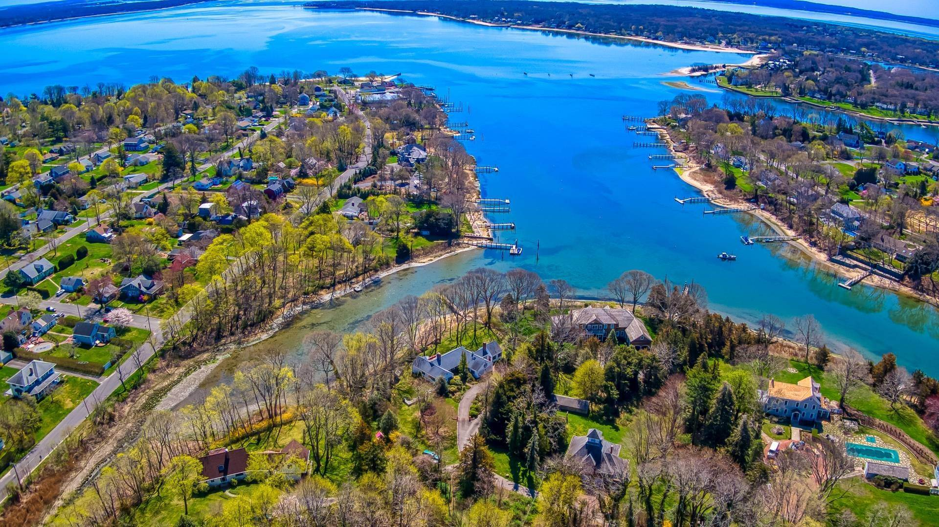 Single Family Home for Sale at Southold, NY 11971