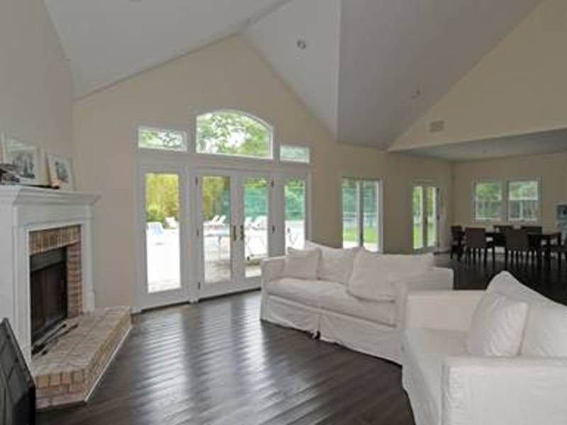3. Single Family Home at Southampton 5 Bedroom With Tennis Southampton, NY 11968