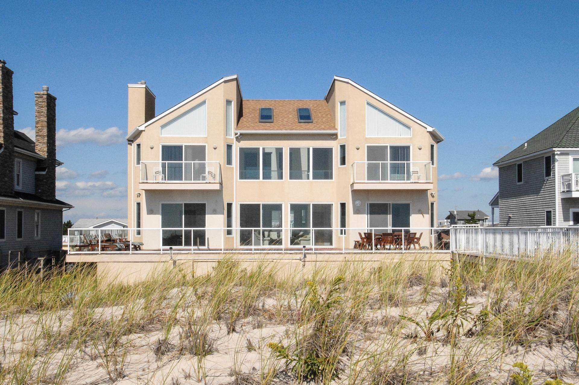 Single Family Home at Gorgeous Oceanfront In Westhampton Westhampton Dunes Village, NY 11978