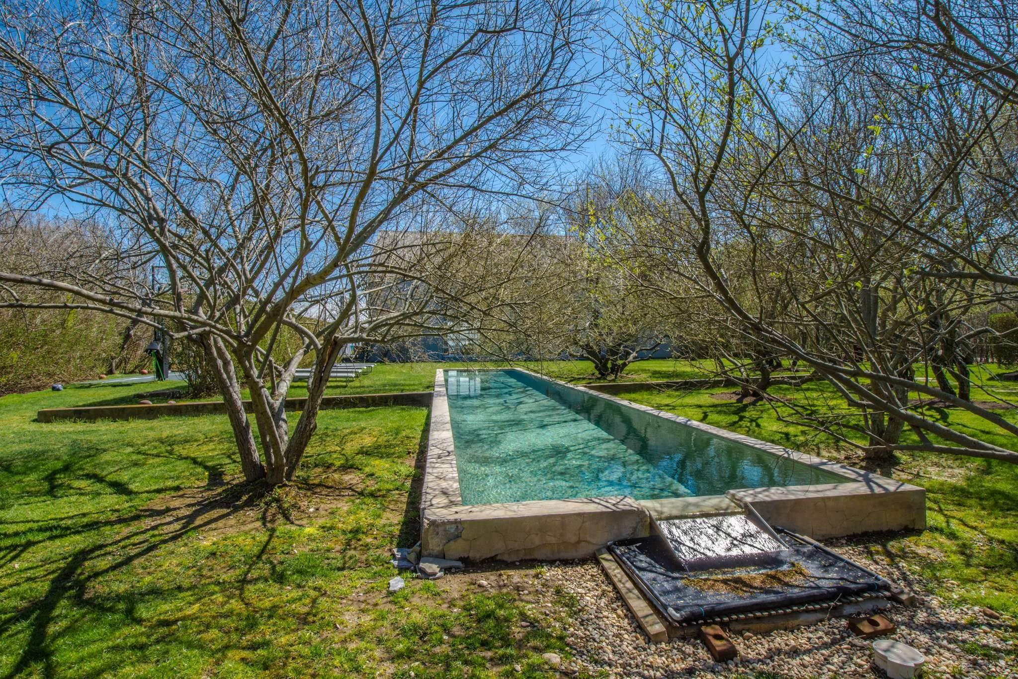 31. Single Family Home at Famous Fashion Designer's Private Oceanfront Retreat 135 Crestview Lane, Sagaponack Village, NY 11962