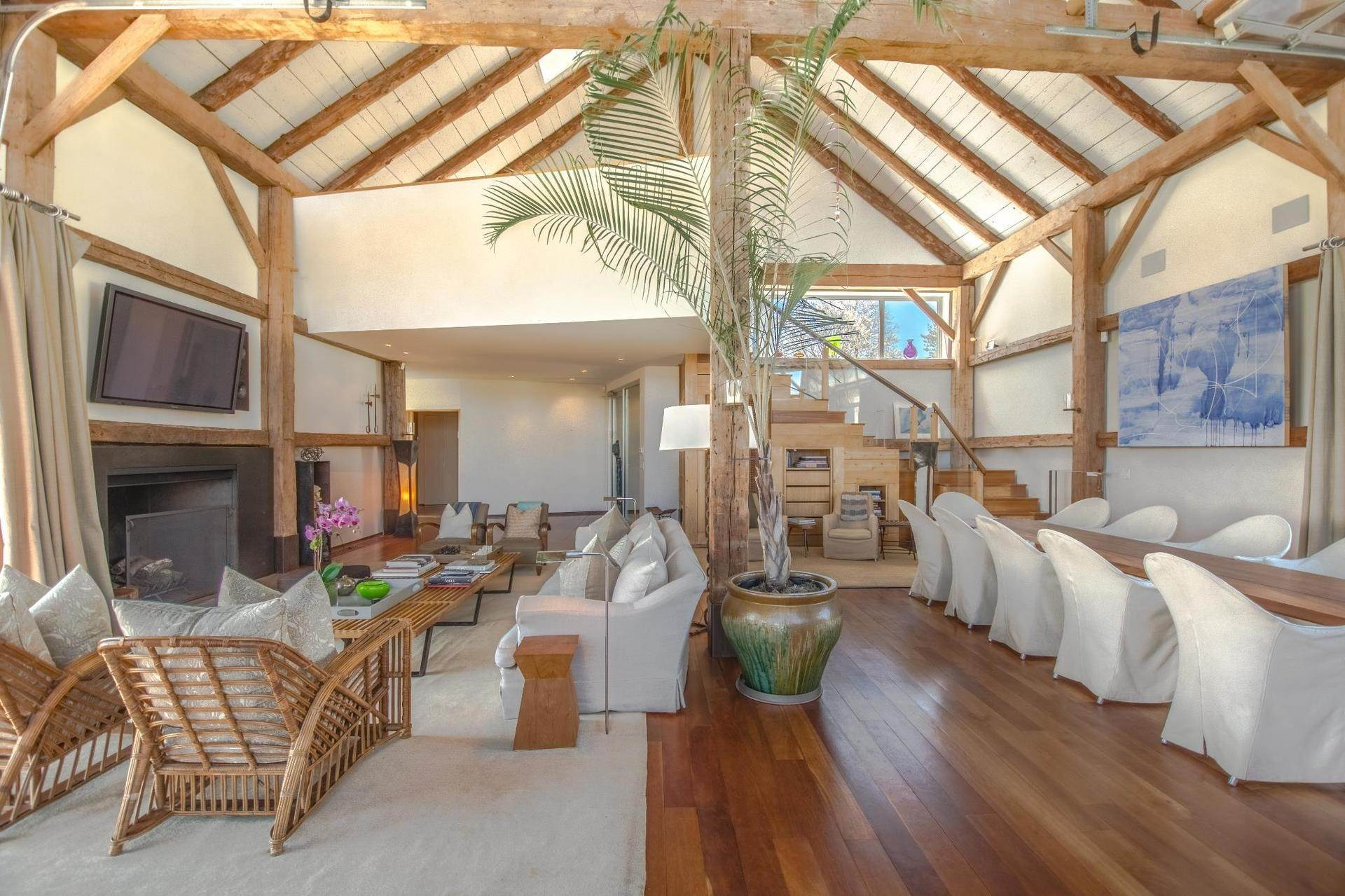 7. Single Family Home at Famous Fashion Designer's Private Oceanfront Retreat 135 Crestview Lane, Sagaponack Village, NY 11962