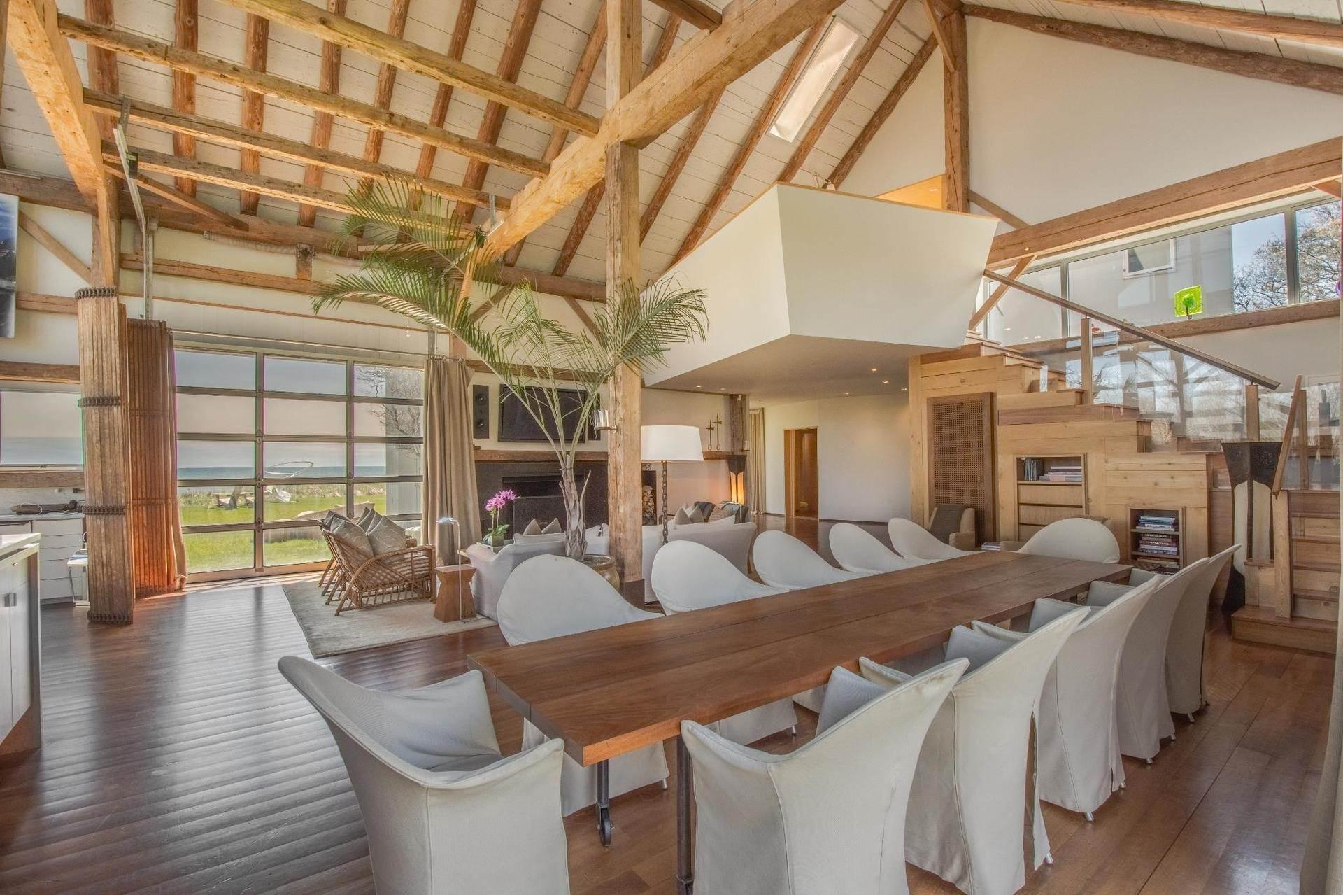 11. Single Family Home at Famous Fashion Designer's Private Oceanfront Retreat 135 Crestview Lane, Sagaponack Village, NY 11962