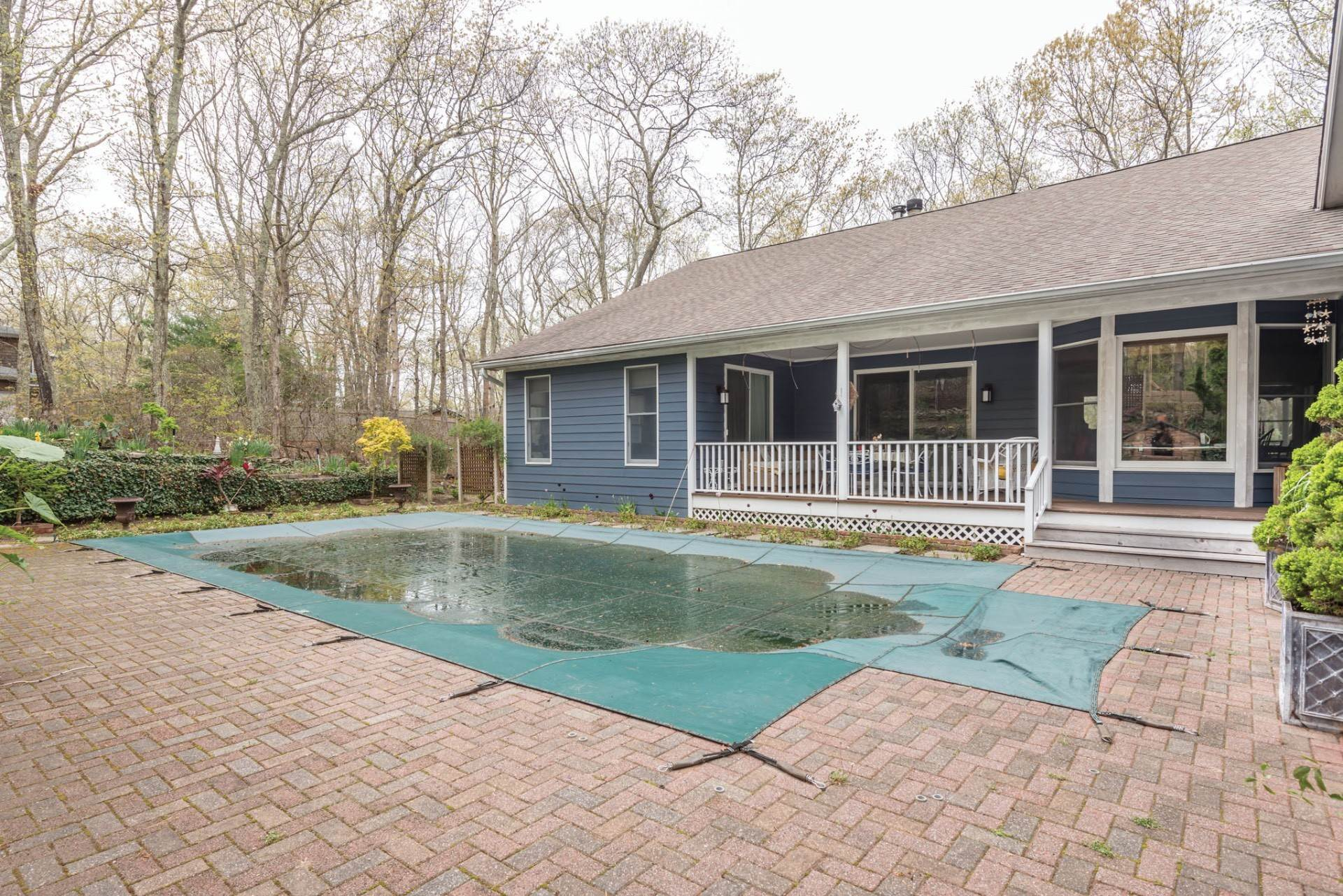 3. Single Family Home at Five Bedrooms With Pool Close To Sag Harbor & Southampton Southampton, NY 11968