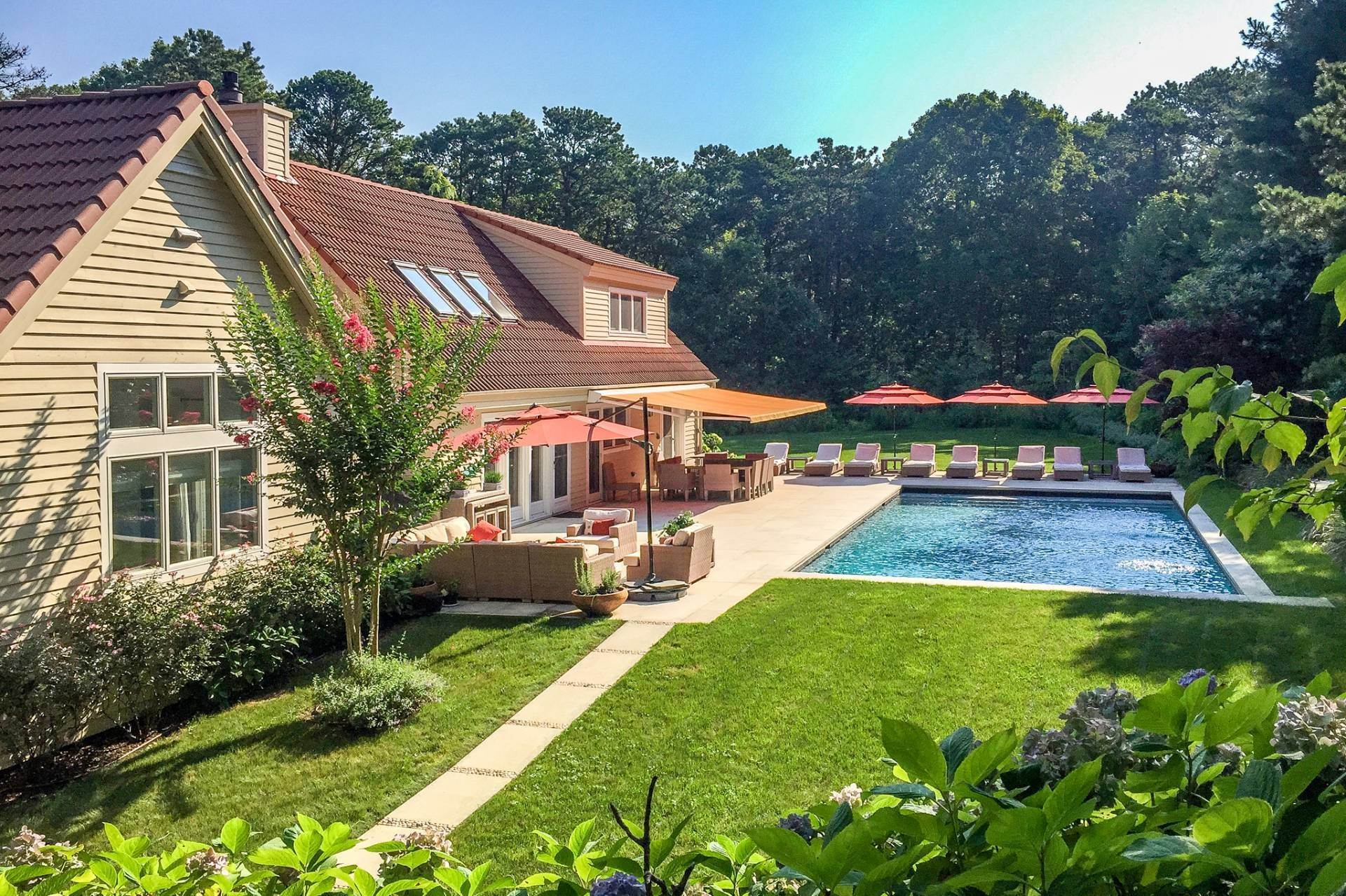 Single Family Home at Wainscott North Retreat Wainscott, NY 11975
