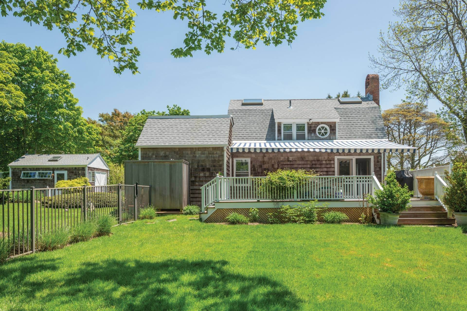 18. Single Family Home at Farmhouse Steps To Prestigious Golf Course Southampton, NY 11968