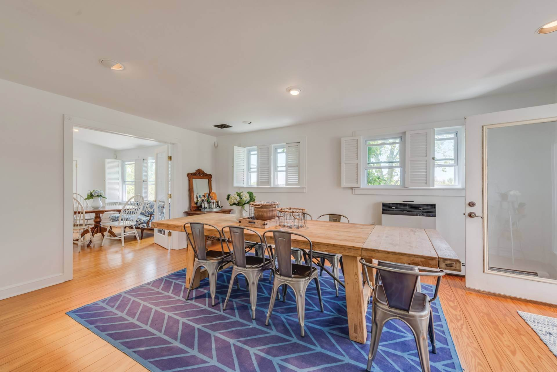 7. Single Family Home at Farmhouse Steps To Prestigious Golf Course Southampton, NY 11968