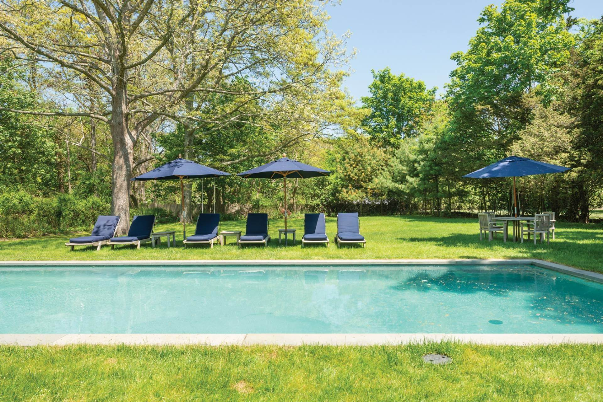 21. Single Family Home at Farmhouse Steps To Prestigious Golf Course Southampton, NY 11968