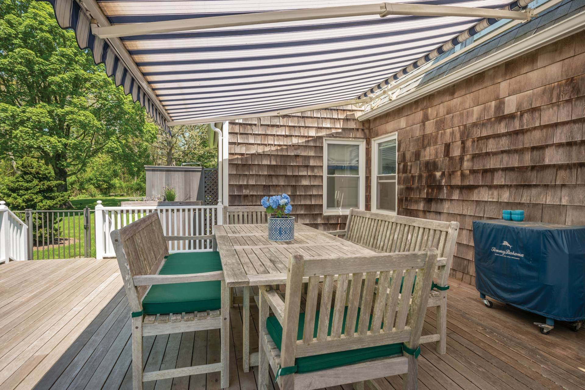 17. Single Family Home at Farmhouse Steps To Prestigious Golf Course Southampton, NY 11968