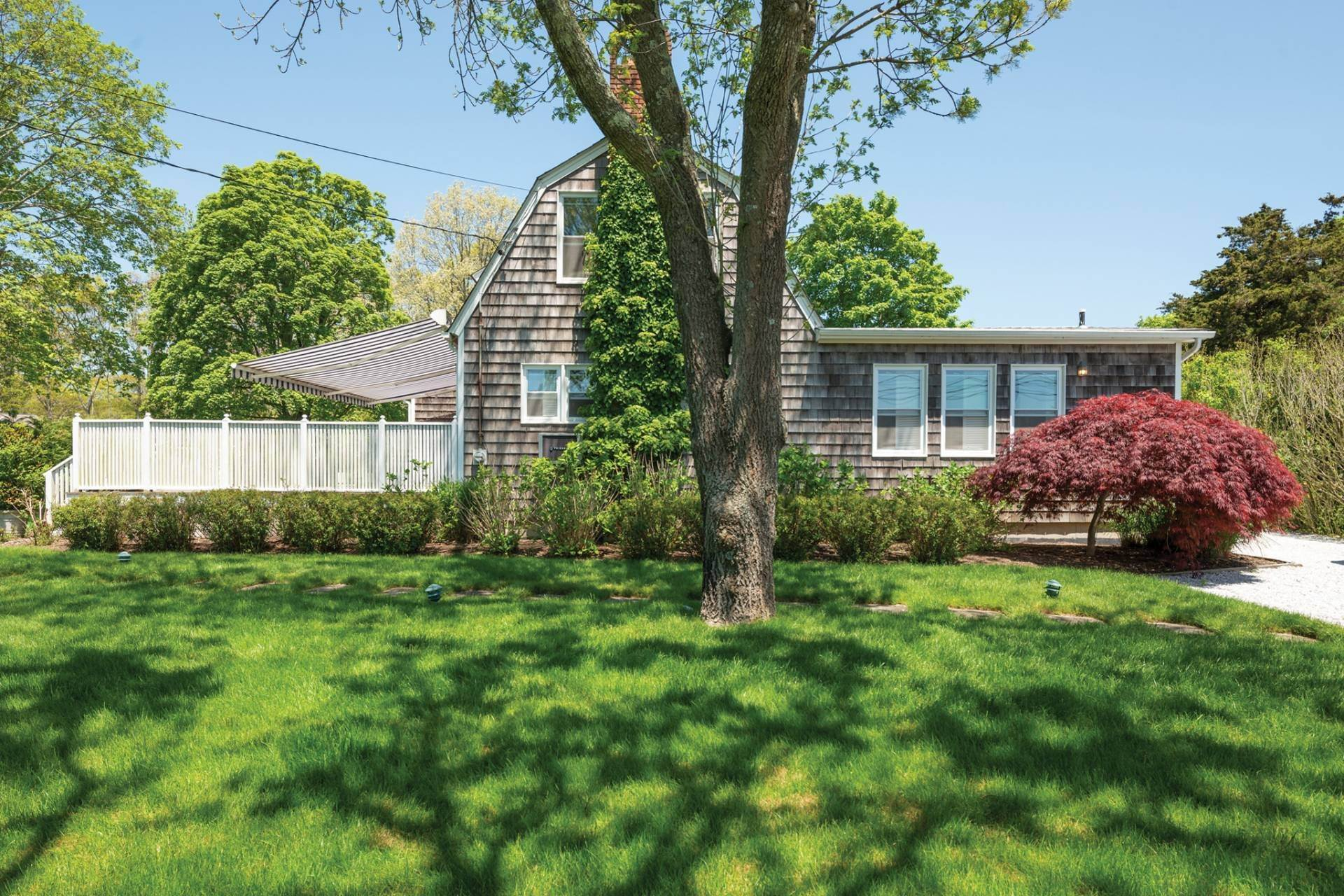 23. Single Family Home at Farmhouse Steps To Prestigious Golf Course Southampton, NY 11968