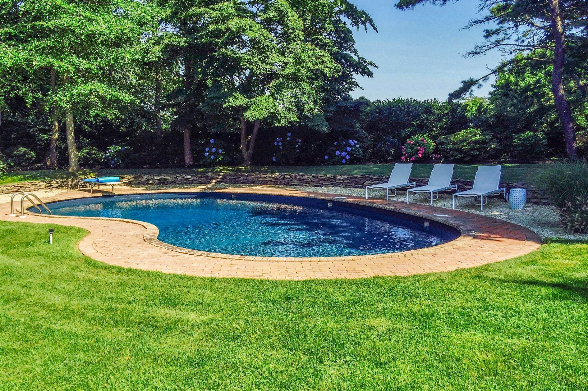 18. Single Family Home at Southampton Pristine Home Away From Home Southampton, NY 11968