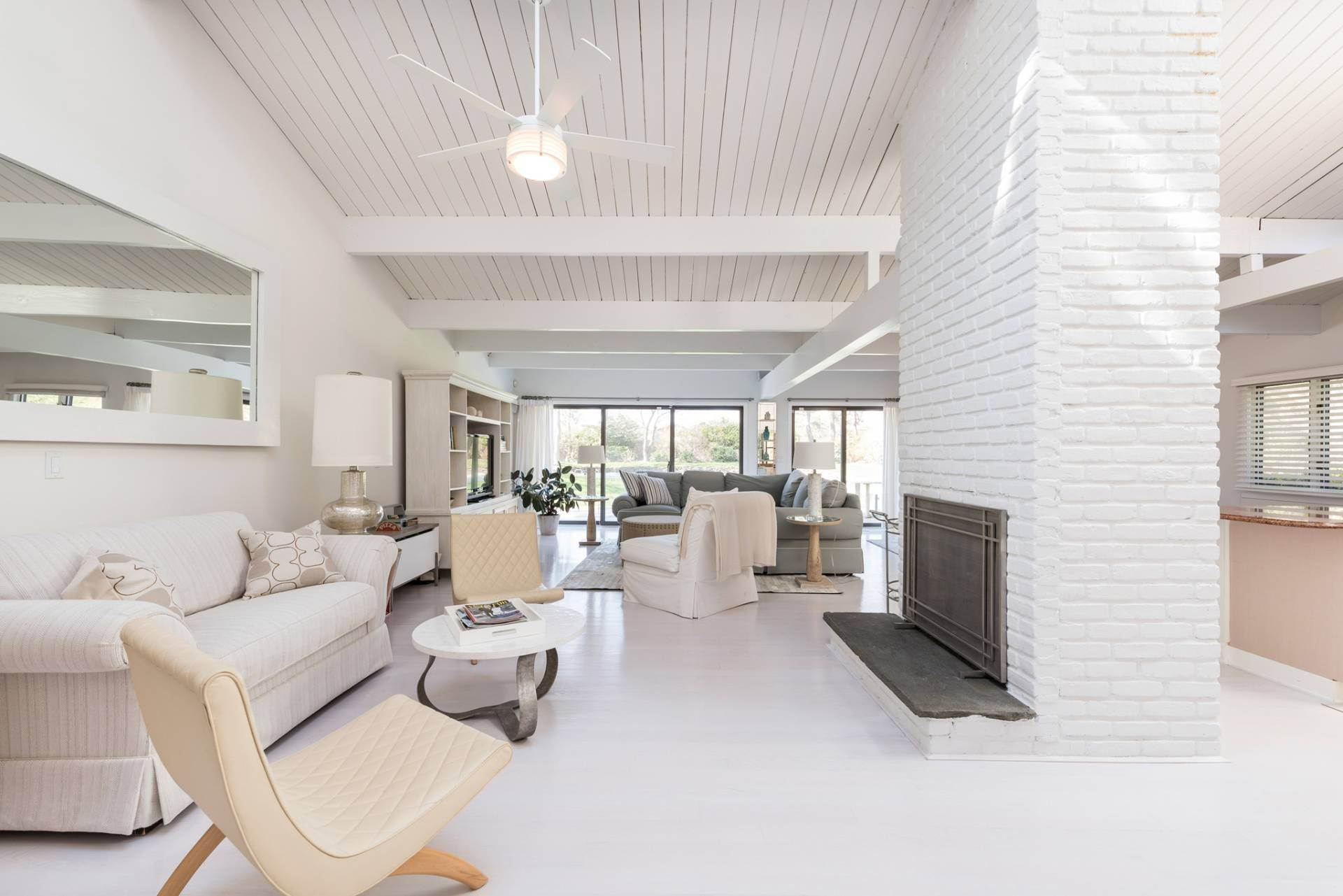 6. Single Family Home at Southampton Pristine Home Away From Home Southampton, NY 11968