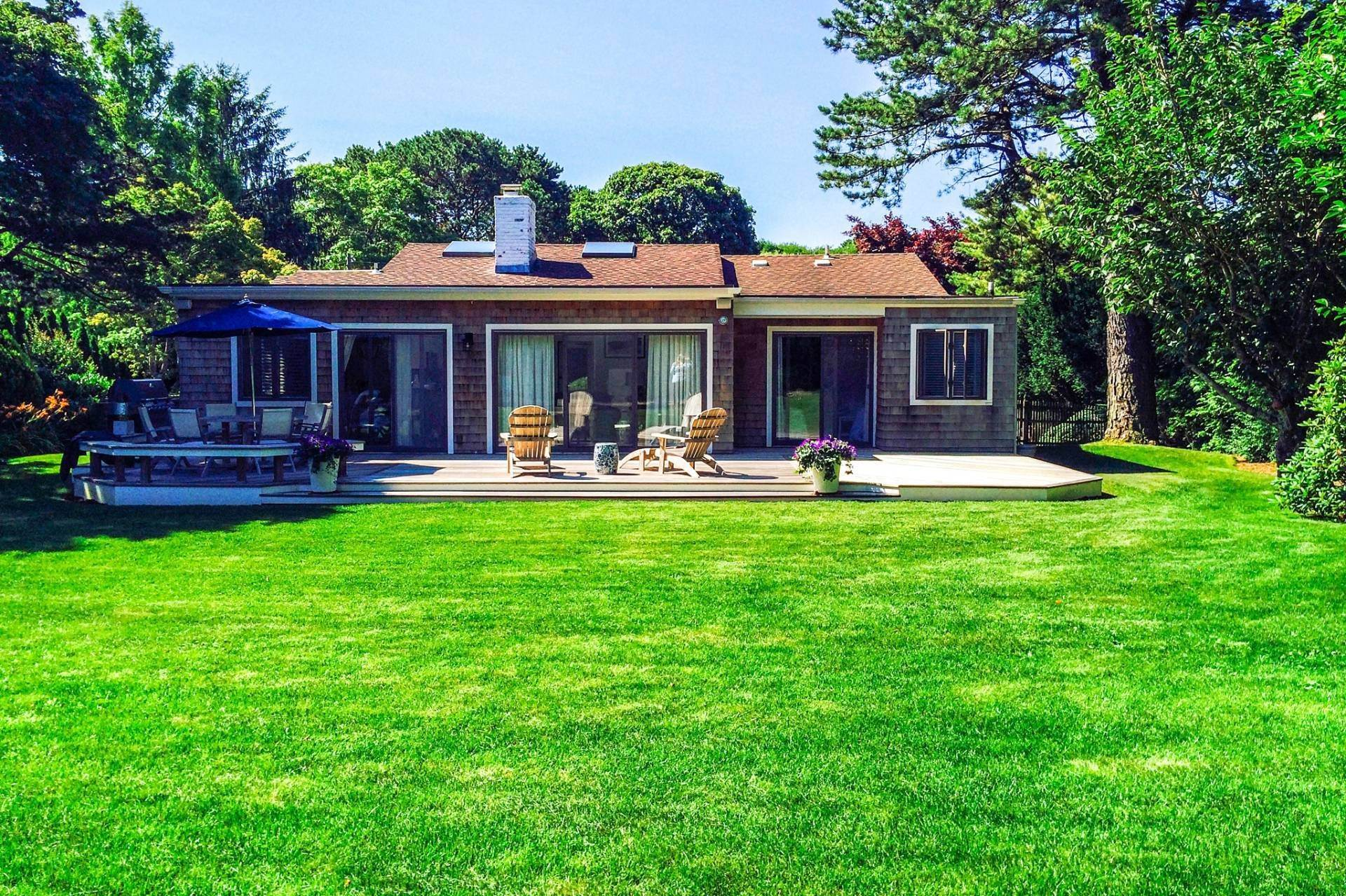 3. Single Family Home at Southampton Pristine Home Away From Home Southampton, NY 11968