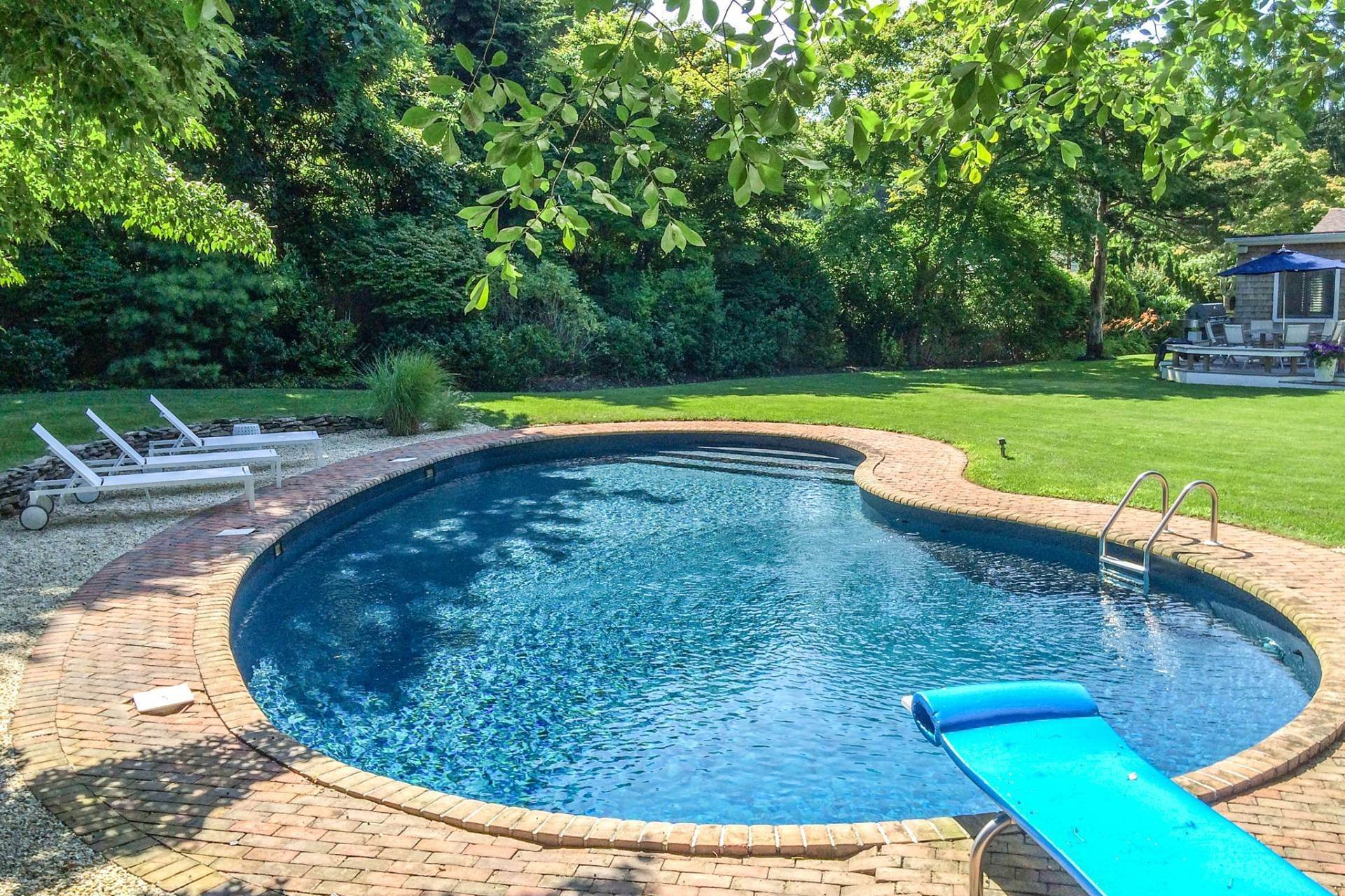 19. Single Family Home at Southampton Pristine Home Away From Home Southampton, NY 11968
